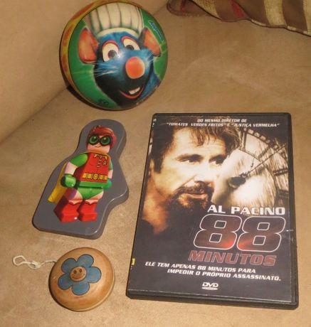 Estojo, ioiô, Bola Ratatouille + Oferta DVD Al Pacino 88