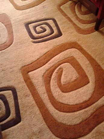 Продам ковёр на пол 2м/4м