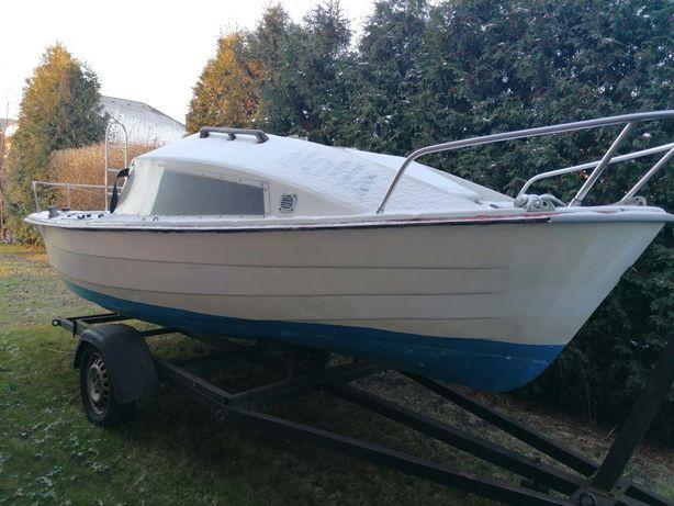 Sprzedam łódź kabinową z przyczepą