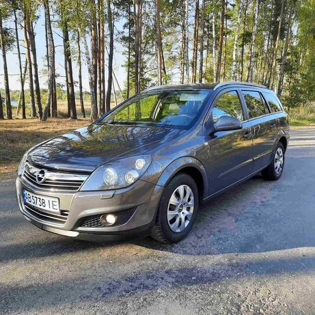 Состояние нового Opel Astra H 2010. Не бит, не крашен.