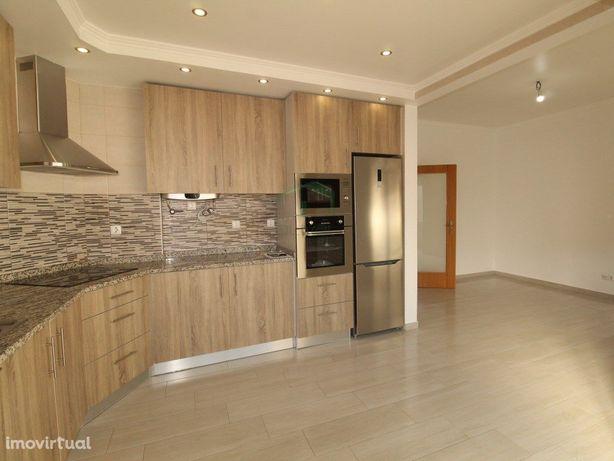 Belíssimo apartamento T2 totalmente renovado localizado n...