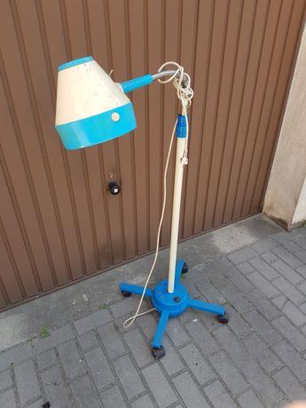 Lampa stojąca na statywie