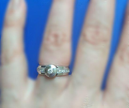 Стильное кольцо с бриллиантами