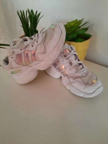 Tenis adidas young96