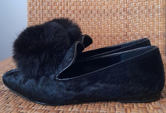 Sapatos Topshop, pretos, com pompons. Tamanho 36