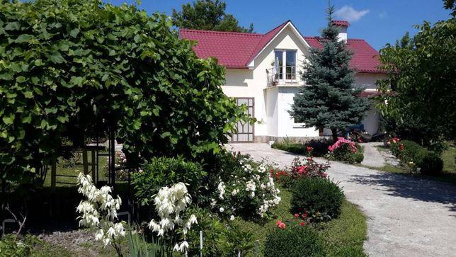 Продам загородный дом на берегу реки и леса.