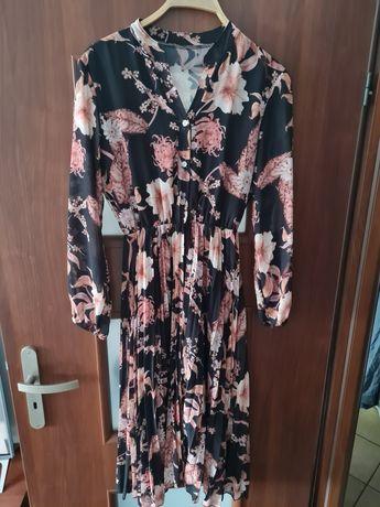 Zwiewna sukienka z plisą