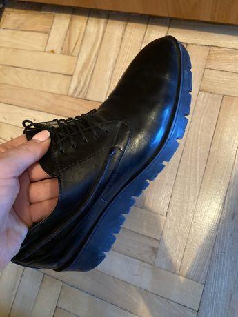 Отличные космические туфли