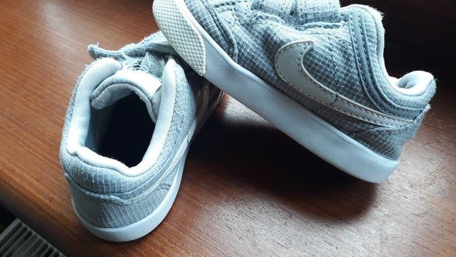 Buty adidasy dla chłopczyka Nike r. 22