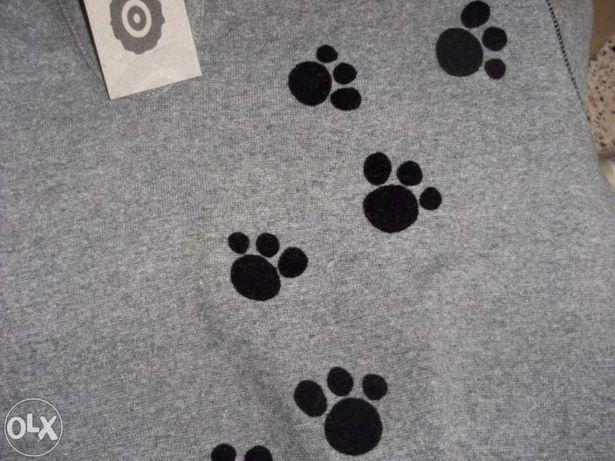 Blusa cinza juvenil com desenhos de patas de gato