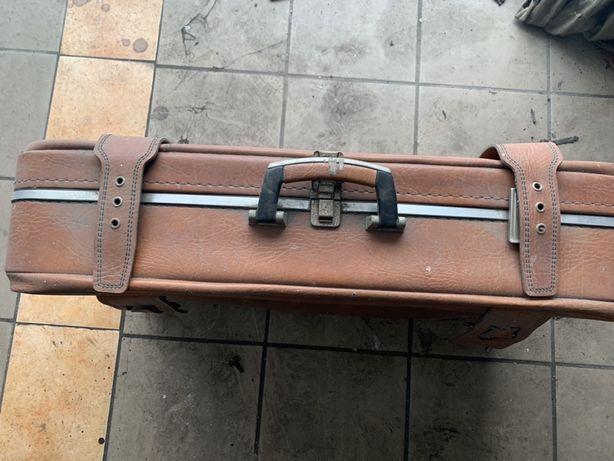 Zabytkowa walizka