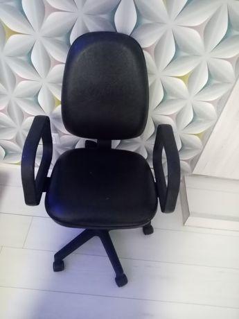 Sprzedam krzesło do biurka