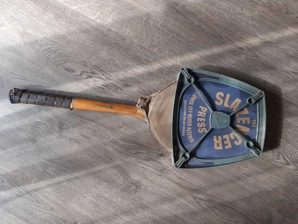 Antiga raquete em madeira Slazenger