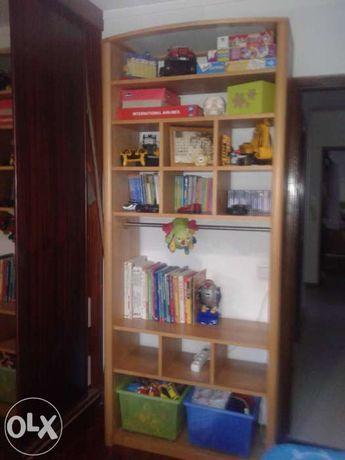Estante,armário para sala,quarto,ecritorio.Pinho mel.