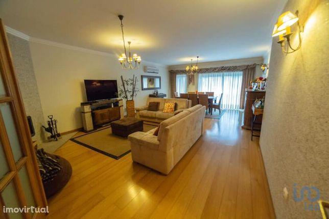 Apartamento - 280 m² - T3
