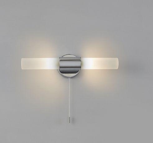 Lampa łazienkowa z dodatkowym sznurkowym wyłacznikiem pod obraz