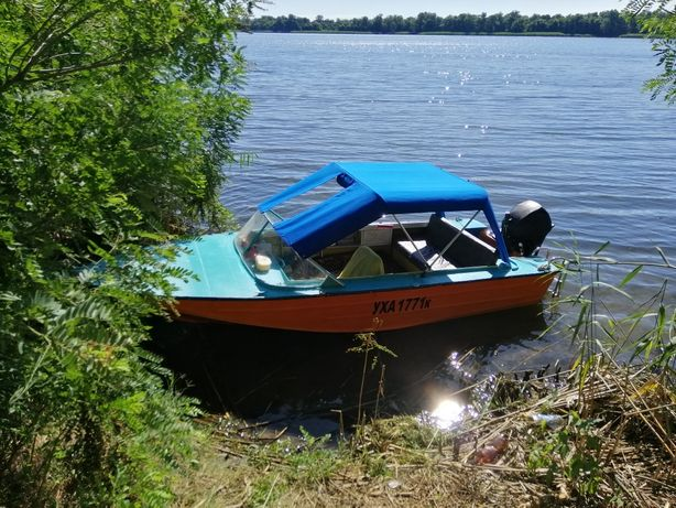 Продам лодку днепр с мотором меркурий 15