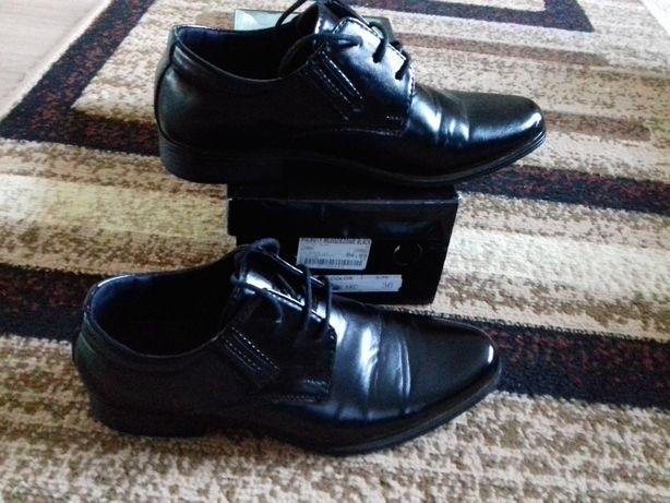 Sprzedam buty komunijne r. 36