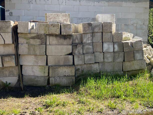 Oddam pustaki i cegły