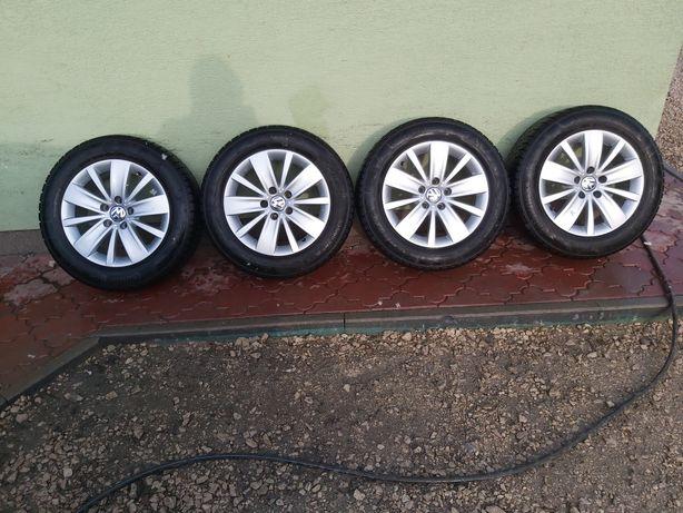 Sprzedam Koła aluminiowe Orginalne VW z oponami Zimowymi 5x112 16