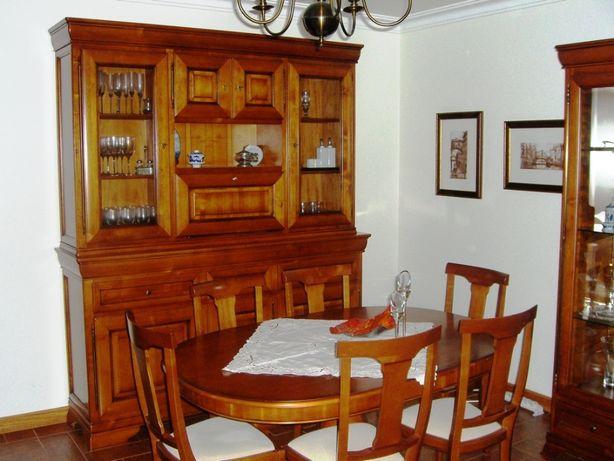 Venda de Mesa de Sala de Jantar e 6 Cadeiras