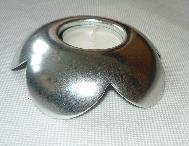 świecznik w kolorze srebrnym
