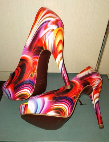 Босоножки на каблуке. Туфли на платформе.Стрипы