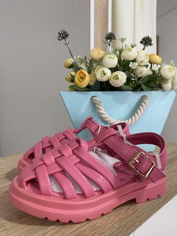 Сандали для девочки в розовом трендовом цвете