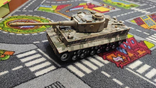 Машина танк игрушка звук свет