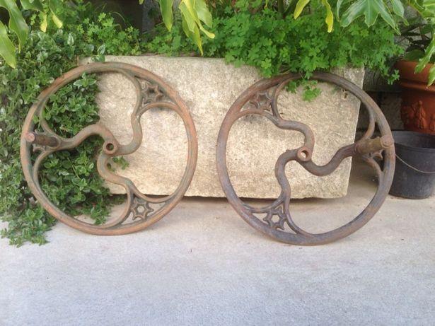 Roda ferro fundido com cabo madeira