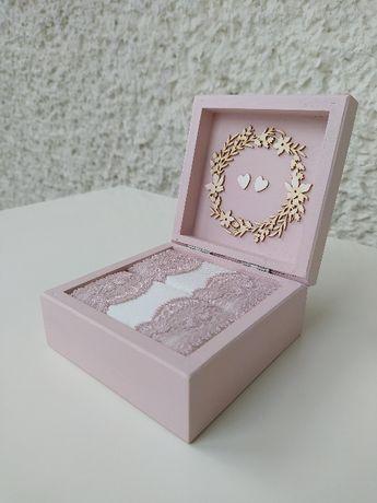 Pudełko na obrączki pudrowy róż