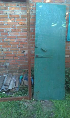 дверь металлическая для дачи, сарая и т.д.