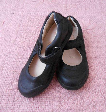 Фирменные, кожаные, туфли Clarks для девочки.