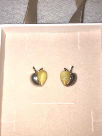 wyjatkowe srebrne kolczyki z bursztynem mlecznym jabłuszka