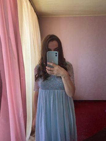 Платье с пышной юбкой и вышивкой нарядное