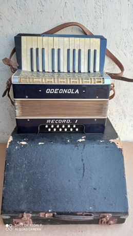 Akordeon klawiszowy Odeonola Record 1, 12 basów- lekko uszkodzony.