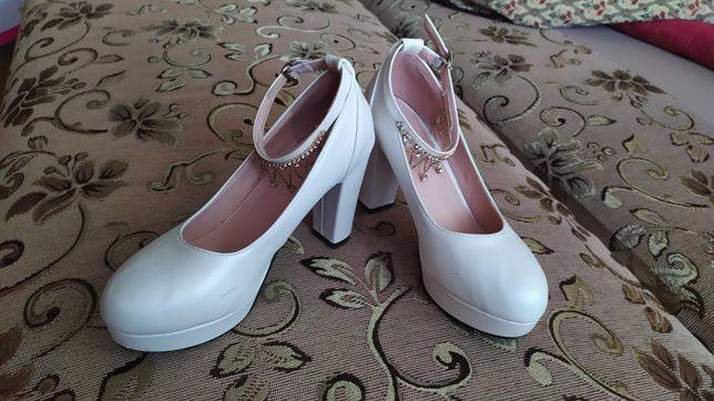 Взуття весільне