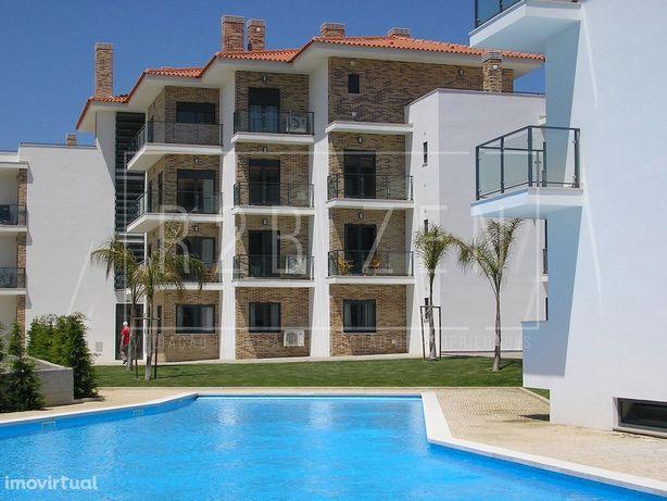 HKAG - Apartamento T2 com piscina, jardim e campo de ténis