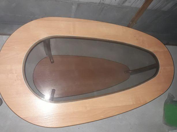 Stół ze szklaną szybą