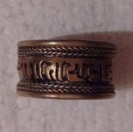 Кольцо с надписью на санскрите