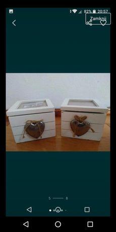 Drewniana szkatułka biała skrzynka z okienkiem, metalowe serce