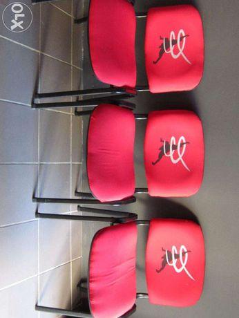 Cadeiras com logotipo