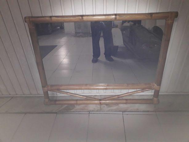 Espelho e mesa em bambu