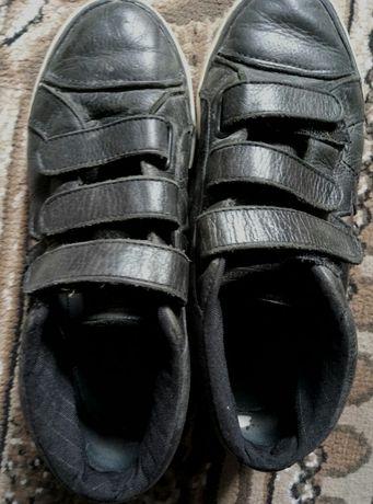 Продам підліткові кросівки Converse р.37, устілка 24см