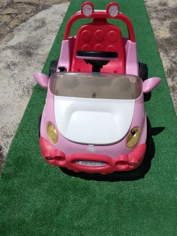 Carro a bateria elétrica da Hello Kitty
