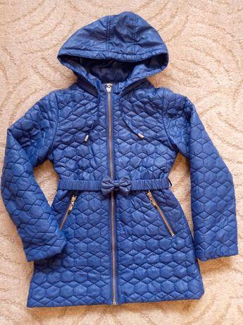 Демисезонная куртка на девочку 122-128 в очень хорошем состоянии