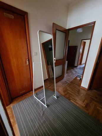 Espelho de pé cor branca
