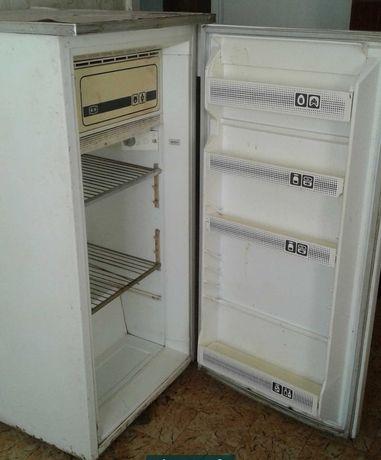 Продаю холодильник Днепр 2м