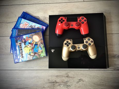 PlayStation 4 500GB + 2 pady + dużo gier