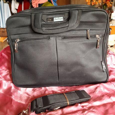 Новый портфель черного цвета